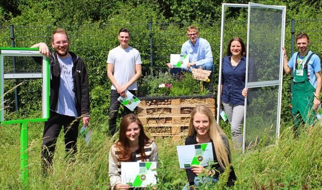 Außer Konkurrenz: Die DEFLEX Azubis haben ein Insektenhaus XXL gebaut. Herzlichen Glückwunsch!
